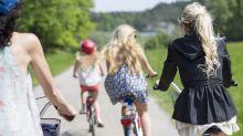 Sommer-Lifehack: So fliegt der Rock beim Radfahren nicht mehr hoch