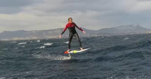 Surf - Il s'éclate en foil sur la Méditerranée !