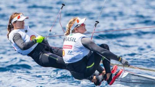 Martine Grael e Kahena Kunze abrem dez pontos de vantagem