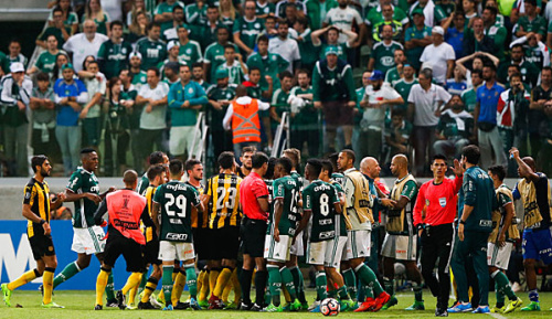International: Schlägerei zwischen Palmeiras und Penarol