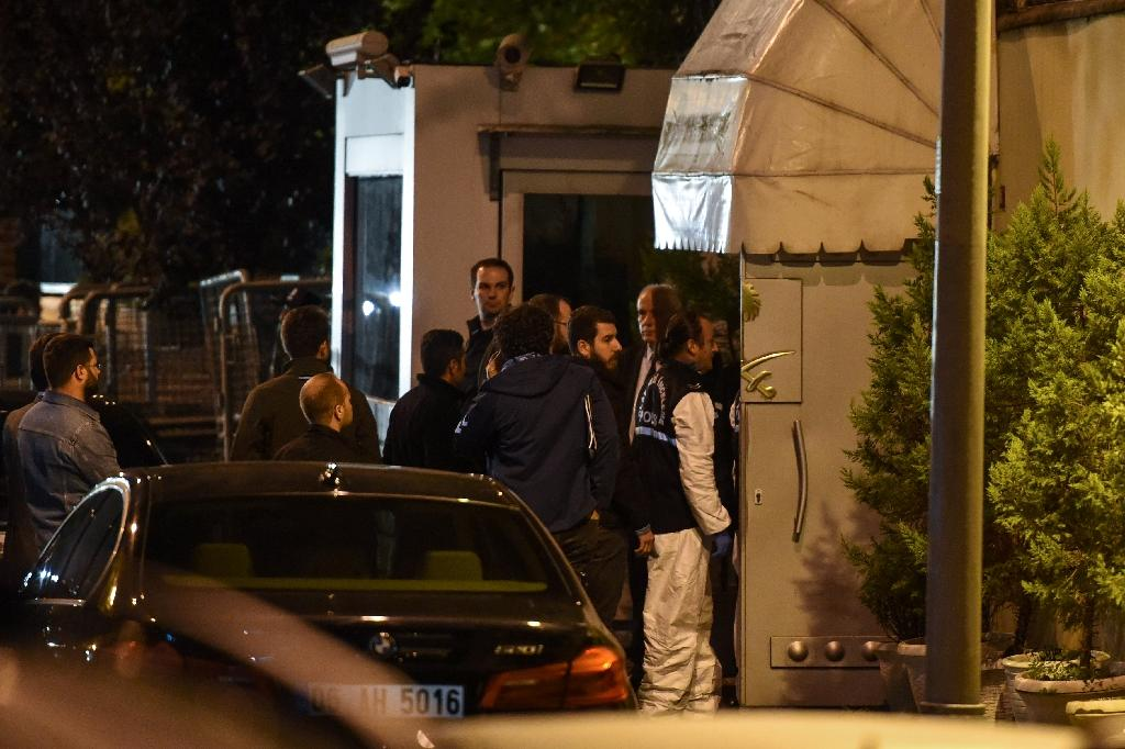 Turkish police and other officials enter Saudi Arabia's consulate in Istanbul to search the premises in the investigation over missing Saudi journalist Jamal Khashoggi (AFP Photo/BULENT KILIC)