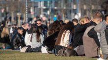 Hunderte Menschen feiern - Polizei räumt Frankfurter Park