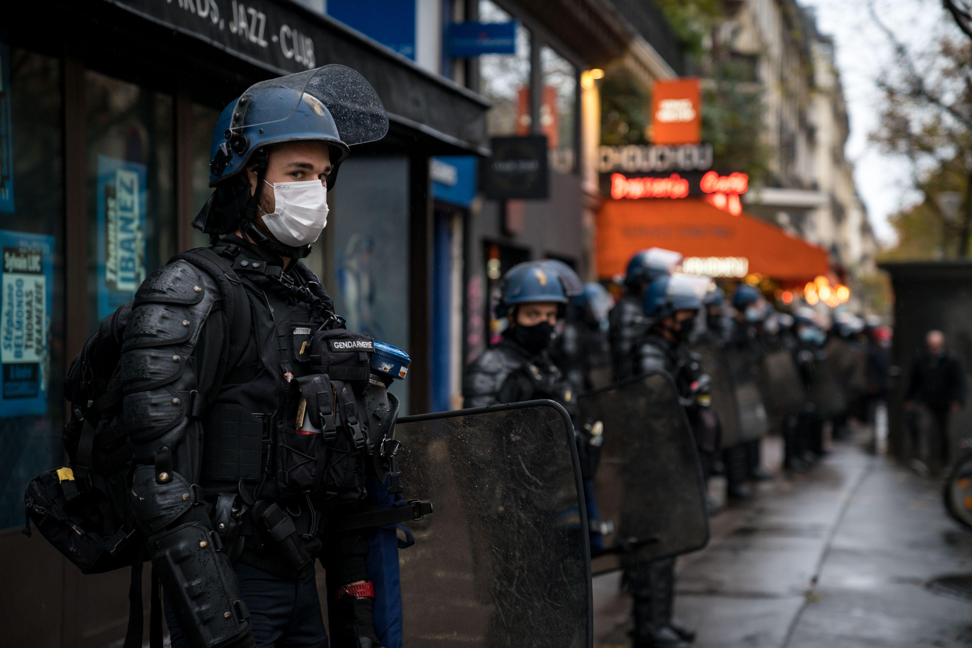 Sécurité globale: la version du Sénat de l'article24 crée un délit de «provocation à l'identification» des policiers