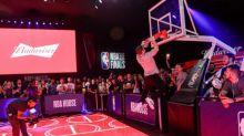 Budweiser e NBA ampliam parceria em acordo inédito para transmissão de jogos gratuitos pela internet