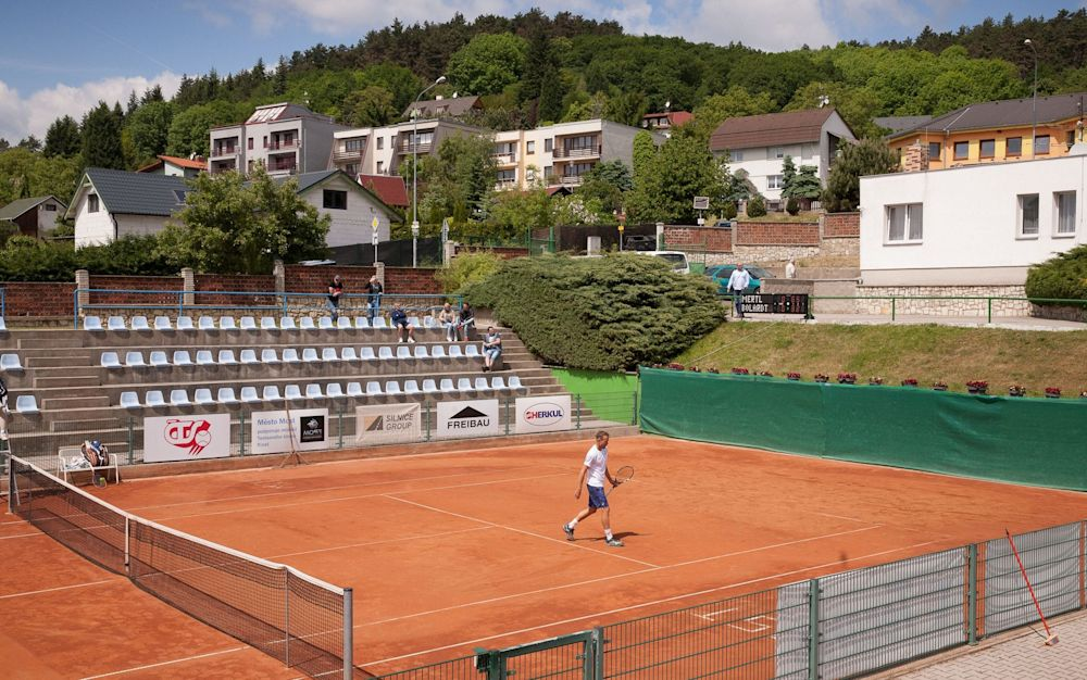 Away from the glitz and the glamour of the elite, tennis is a lonely place - 30206672A