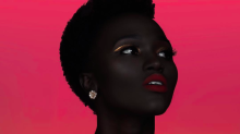 Conheça a modelo sudanesa que está combatendo o preconceito racial no Instagram