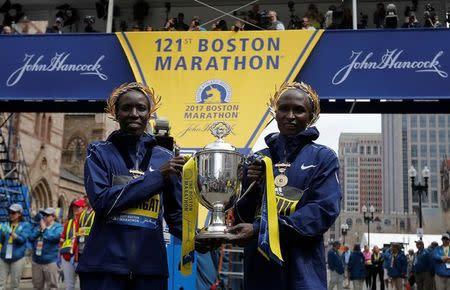 Quenianos Kiplagat e Kirui, vencedores da Maratona de Boston