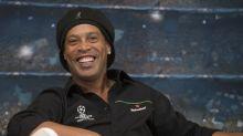Ronaldinho, el exfutbolista brasileño, contraerá matrimonio ¡con dos mujeres!