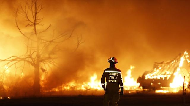 Firefighters Battle Large Oklahoma Wildfire