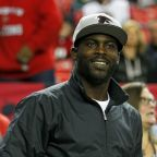 Michael Vick showed up to Chiefs camp as Andy Reid's coaching intern