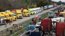 Caminhoneiros chilenos encerram greve por mais segurança após acordo com governo
