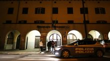 """Crisanti: """"L'Austria fa bene, ancora tanti casi in Italia"""""""