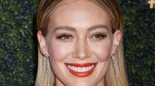 """""""Accroche-toi, ma fille"""" : Hilary Duff parle à l'ado qu'elle était dans un message touchant"""
