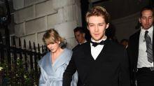 Taylor Swift se salta los Grammy para apoyar a su novio