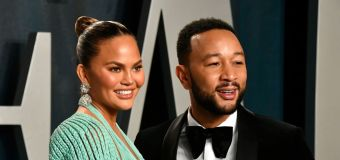 Teigen and Legend announce they're expecting