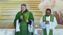 """Padre Marcelo Rossi comenta empurrão uma semana depois: """"Nasci novamente"""""""