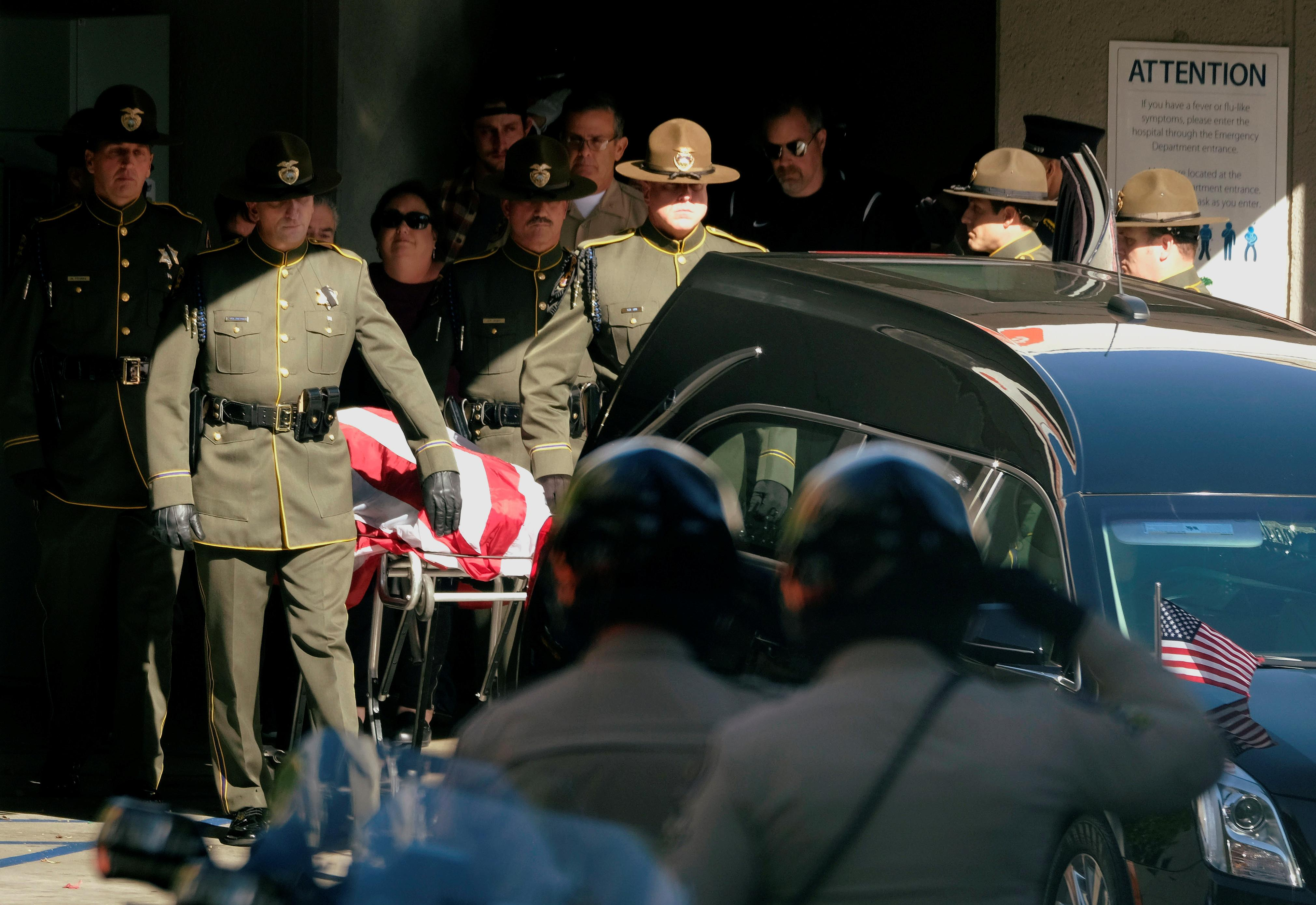 <p>The body of Ventura County Sheriff Sgt. Ron Helus, who was shot and killed in a mass shooting at a bar is transferred to a hearse for procession from the Los Robles Medical Center in Thousand Oaks, Calif., Nov. 8, 2018. (Photo: Ringo Chiu/Reuters) </p>