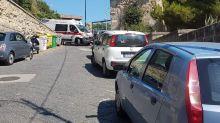 Napoli, bambino soccorso in ritardo per parcheggi abusivi alla Gaiola