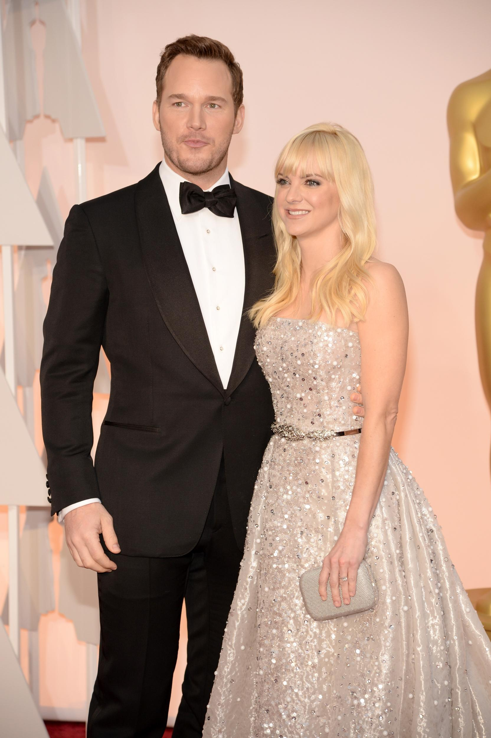 HOLLYWOOD, CA - FEBRUARY 22:  Actors Chris Pratt (L) and Anna Faris attend the 87th Annual Academy Awards at Hollywood & Highland Center on February 22, 2015 in Hollywood, California.  (Photo by Kevin Mazur/WireImage)