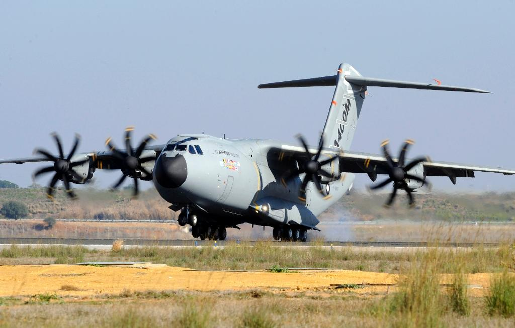 This December 11, 2009 picture shows an Airbus A400M military transporter landing in Seville, Spain (AFP Photo/Bertrand Guay)