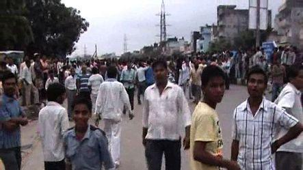 Crowd clashes with cops in Mayur Vihar, 1 dead