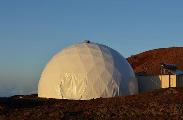 NASA simulates Mars mission by locking up people in a tiny dome
