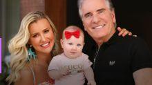Ana Paula Siebert e Roberto Justus reencontram filha após lua de mel