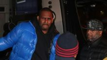 Singer R. Kelly, facing sex abuse charges, gets $1 million bail