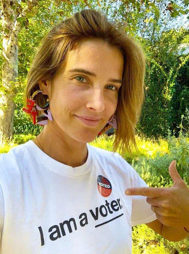 Cobie Smulders Votes For The First Time Since Becoming A U S Citizen Done Boom