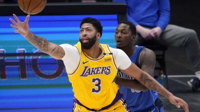 Anthony Davis returns with a lot of rust for L.A.