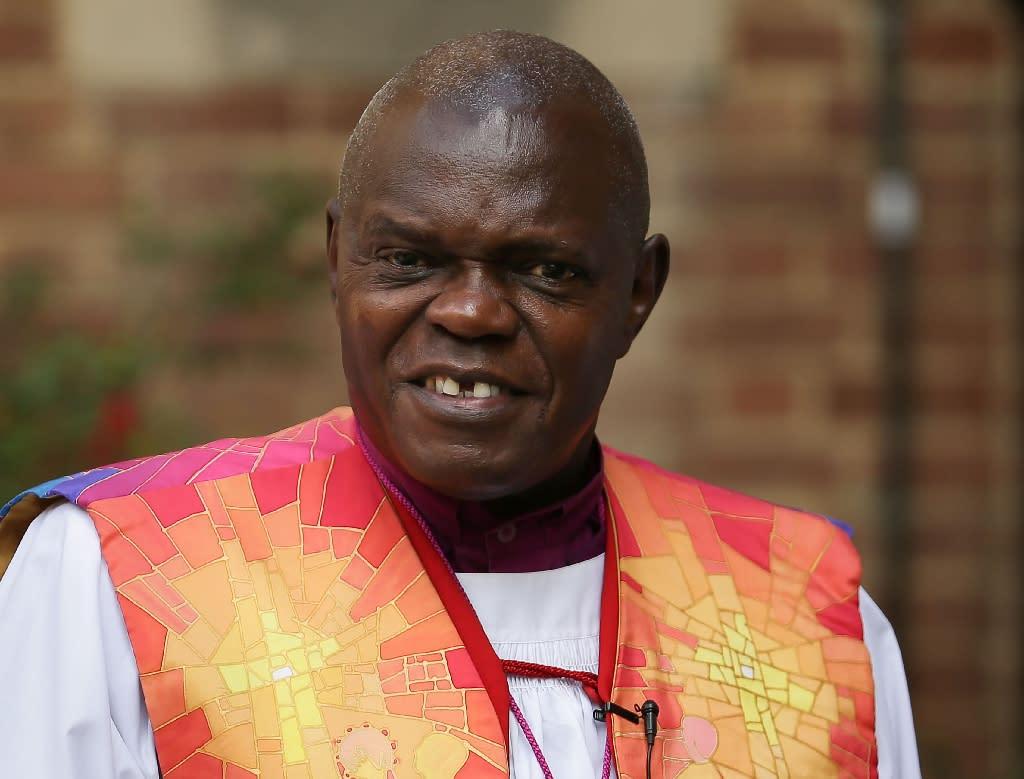 UK archbishop puts collar back on after Mugabe's fall