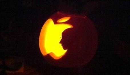 Apple-themed pumpkin carving for Halloween