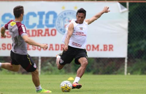 Sem espaço no São Paulo, Robson rejeita propostas de times da Série A e retorna ao Paraná