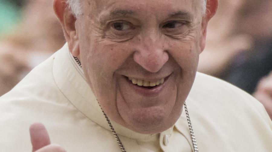 """Il Papa scherza con Egan Bernal: """"Quanti caffè prendi prima di montare sulla bici?"""""""