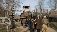 Sobreviventes de Auschwitz lançam alerta, 75 anos após libertação