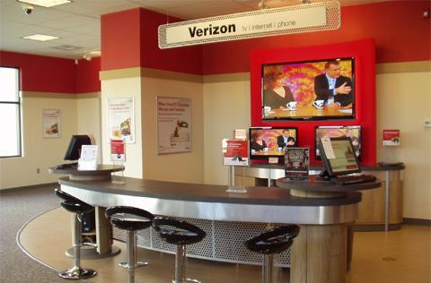 Verizon joins Black Friday bash, makes offers to celebrate MA store opening