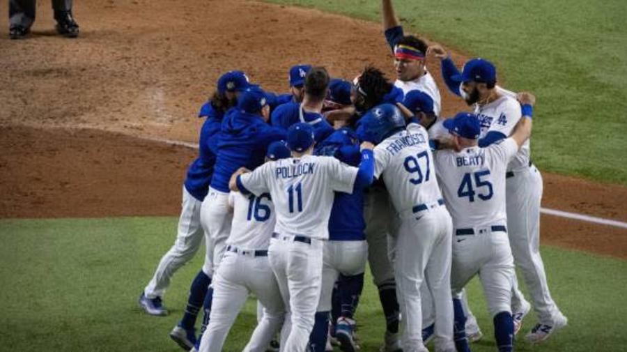 Baseball - World Series - Les Los Angeles Dodgers enlèvent les World Series, 32 ans après leur dernier sacre