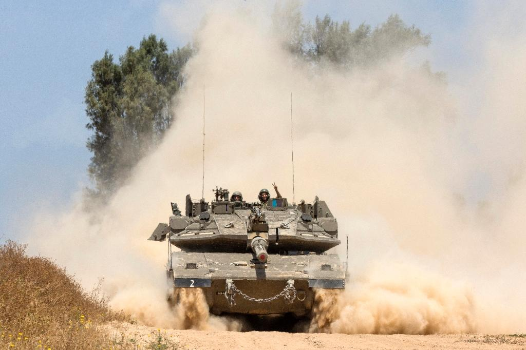 An Israeli tank rolls along the border between Israel and the Gaza Strip (AFP Photo/JACK GUEZ)