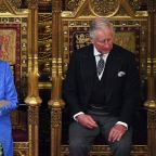 Queen's hat: An 'anti-Brexit' message?