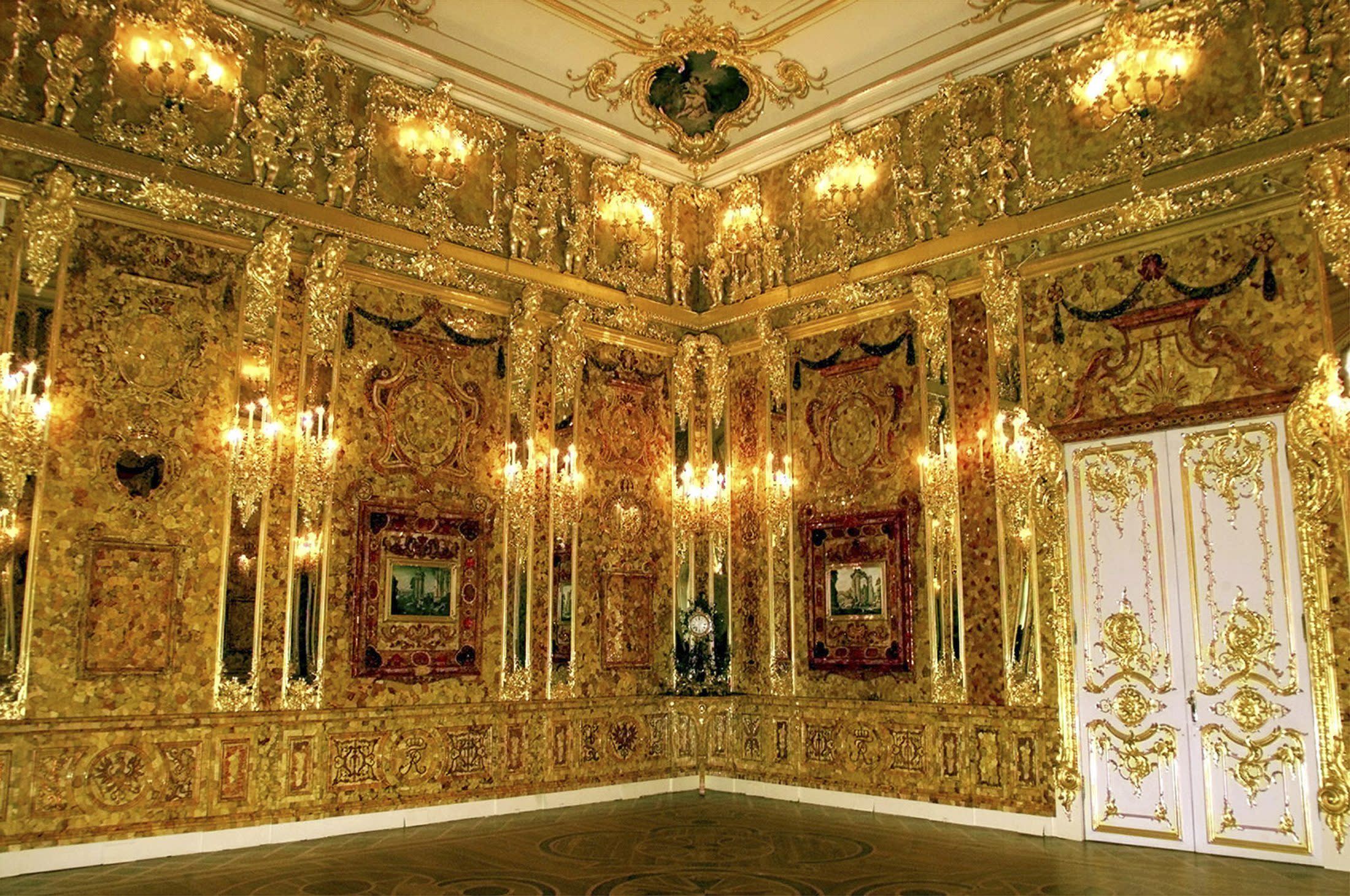 File photo of Russia's legendary Amber Room, back in place in the Catherine Palace outside St Petersburg after 20 years of painstaking reconstruction by Russian craftsmen, May 13, 2003. A German pensioner has started digging for the Amber Room, a priceless work of art looted by Nazis from the Soviet Union during World War Two that has been missing for 70 years, in the western Ruhr area but says he needs a new a drill to help him. Dubbed the Eighth Wonder of the World, the Amber Room was an ornate chamber made of amber panels given to Tsar Peter the Great by Prussia's Friedrich Wilhelm I in 1716.German troops stole the treasure chamber from a palace in St Petersburg in 1941 and took it to Koenigsberg, now the Russian enclave of Kaliningrad, before it disappeared. TO GO WITH STORY GERMANY-AMBER ROOM/ REUTERS/Alexander Demianchuk (RUSSIA - Tags: ENTERTAINMENT)