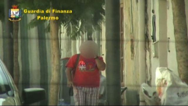 Palermo, video e foto su Facebook incastrano tre falsi ciechi