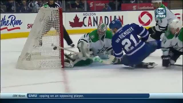 Kari Lehtonen robs JVR with the pad