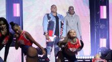 Bailarina cai do palco e desmaia em show de Kevin O Chris