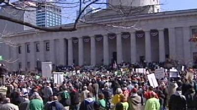 Thousands Protest Controversial Labor Bill