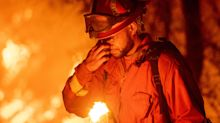 (FOTOS) Feroz incendio arrasa en el norte de California