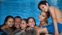 Jennifer Lopez y Alex Rodriguez comparten en piscina con sus hijos