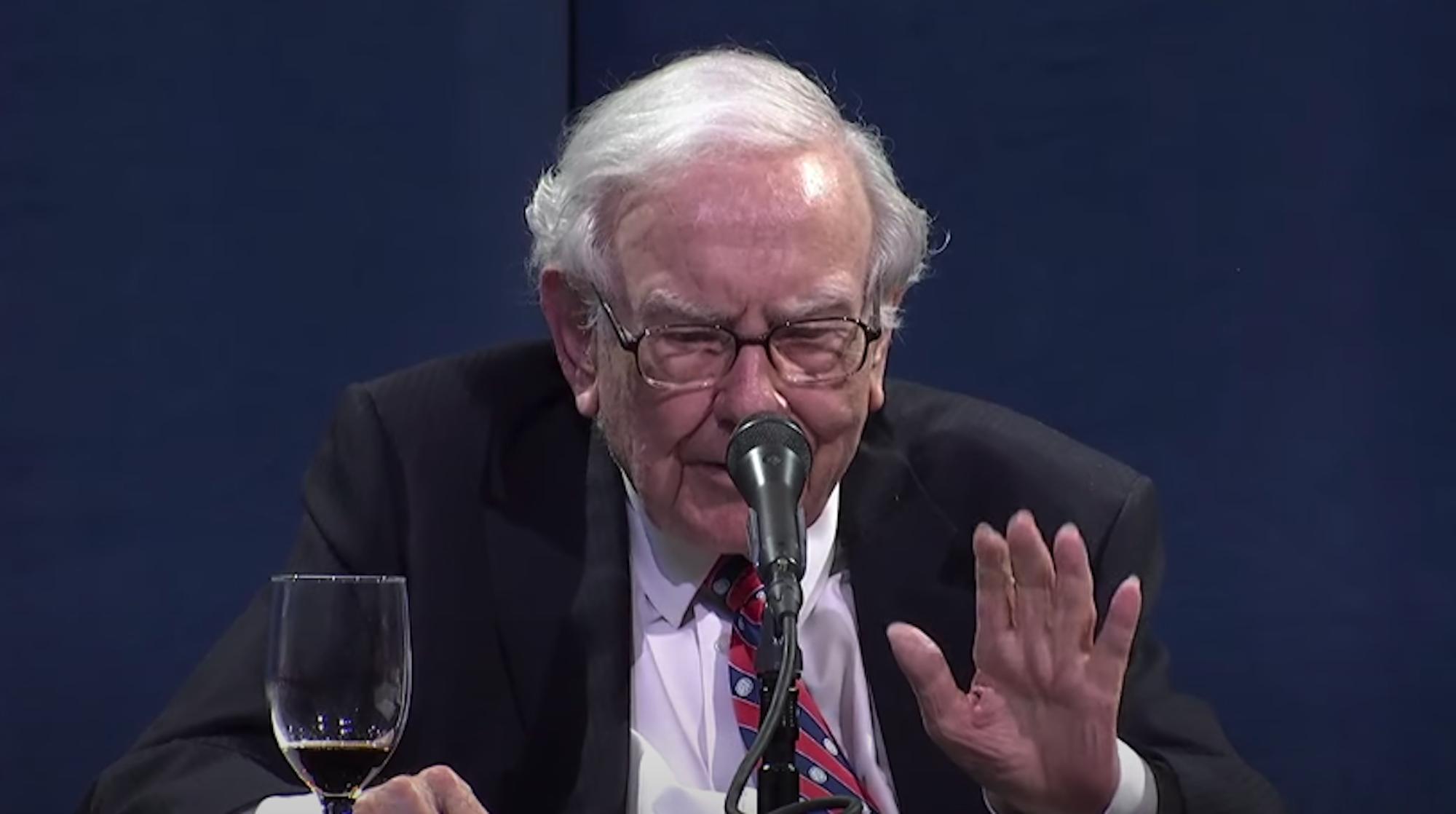Airline shares tank after Warren Buffett reveals he dumped airline stocks