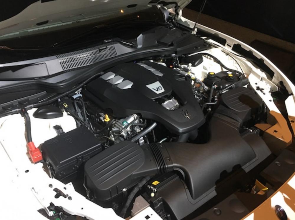 汽油版採 3.0 升 V6 雙渦輪增壓缸內直噴引擎。
