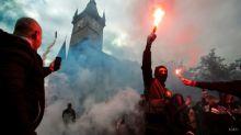 Prague: des milliers de manifestants contre les mesures anti-Covid-19, heurts avec la police