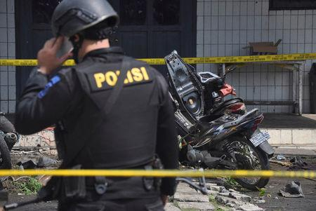Police stand near the scene of an explosion at a church in Samarinda, East Kalimantan, Indonesia November 13, 2016 in this photo taken by Antara Foto. Antara Foto/Amirulloh/ via REUTERS